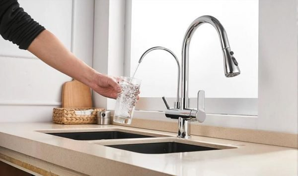 Kitchen taps with filters
